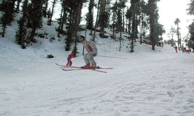 "A man participating in ""Himalyan Winter Open Skying Championship"" at Kufri on Friday. Photo By: AMIT KANWAR"